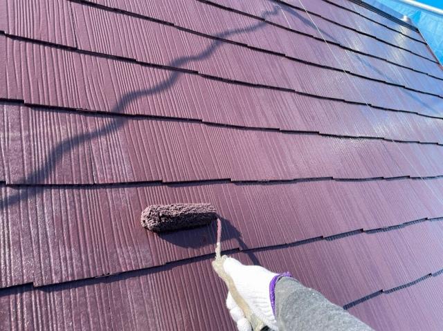 屋根塗装中の様子