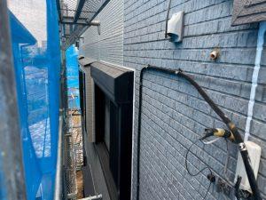 外壁塗装の作業中