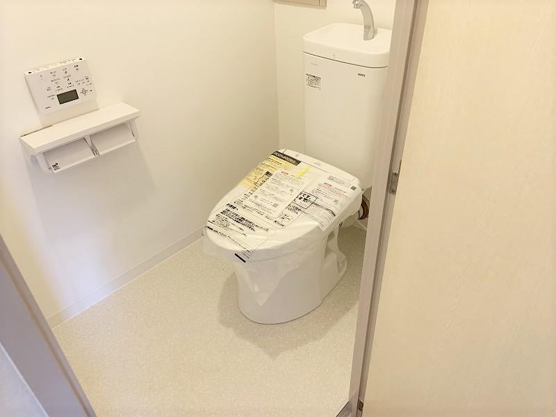 トイレ交換と内装張り替え